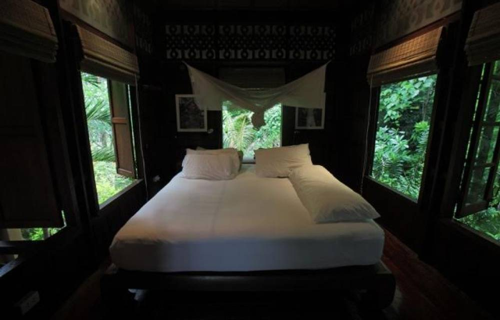 Bedroom of the main house in the treetops